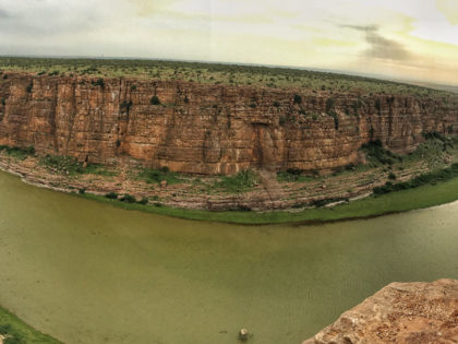 A GUIDE TO GANDIKOTA & BELUM CAVES